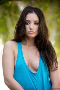 Sexy Gia Paige Takes Off Panties