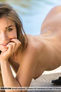 Natalia E Juicy Babe Gets Nude
