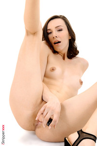 Naked Olivia Wye Showing Her Holes