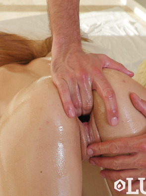 Zoe Clark In Voyeur Oily Massage
