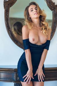 Hot Solo Pics Of Beautiful Cara Mell