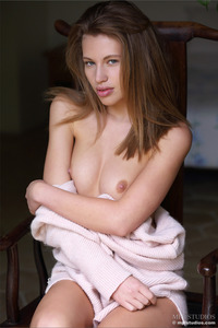 Great Model Sofia Gets Naked