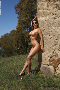 Savannah Fantastic Nude Girl With Big Boobs