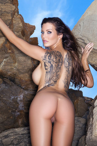 Super Hot Helen De Muro Posing At The Beach