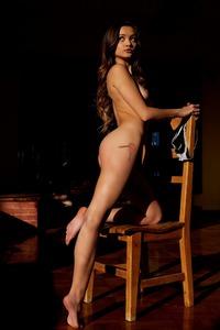 Hot Babe Alex De La Flor Gets Naked
