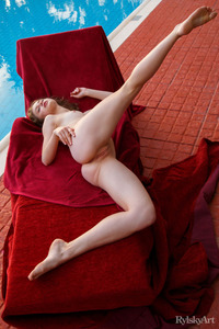 Clarice Spreading Her Legs