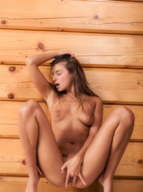Melena Tara Strips Her Pantyhose
