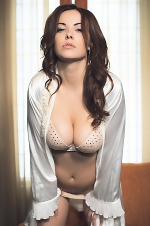 Elizabeth Marxs In Luscious Body