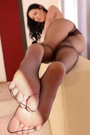 Nicole Smith Is Teasing In Pantyhose