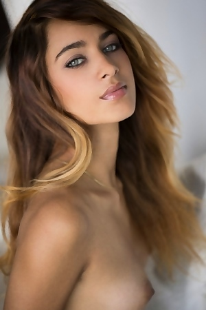 The Piercing Eyes Of Nude Uma Jolie
