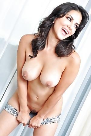 Feisty Voluptuous Pornstar Sunny Leone