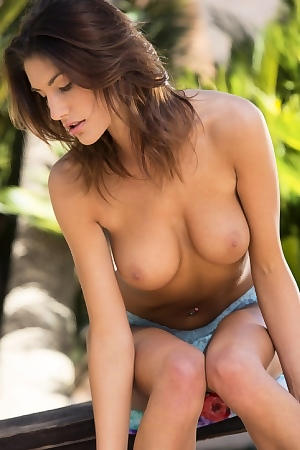 August Ames Horny Girl In Jeans