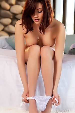 Cassie Laine Play With Her Sensitive Clit