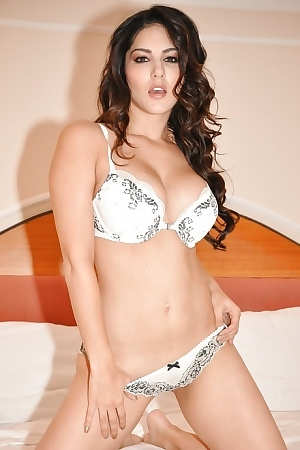 Ebullient Sexstar Sunny Leone