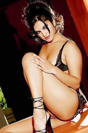 Sunny Leone Amazing Big Jugs