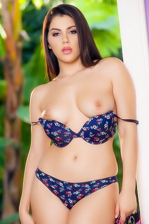 Natural Babe Valentina Nappi With Hairy Pussy