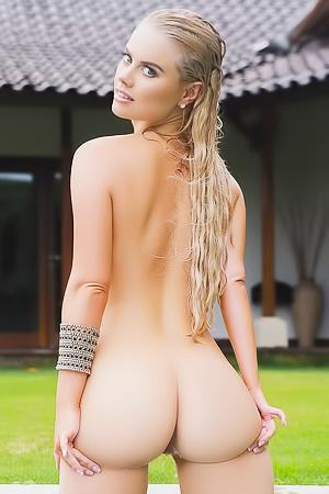 Blonde Beauty Alana Wolfe Nude In Bali
