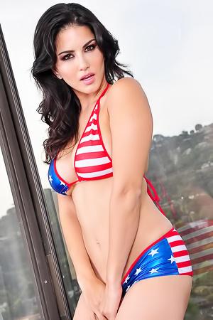 Hotl Latina Pornstar Sunny Leone