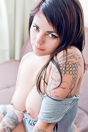 Fe Via SuicideGirls