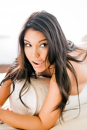 Meet 2015 Brazil Bunny Of The Year Juliana Araujo