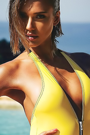 Jessica Alba Posing In Sexy Swimsuits