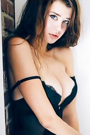Hot Sarah McDaniel With 2 Differently Colored Eyes