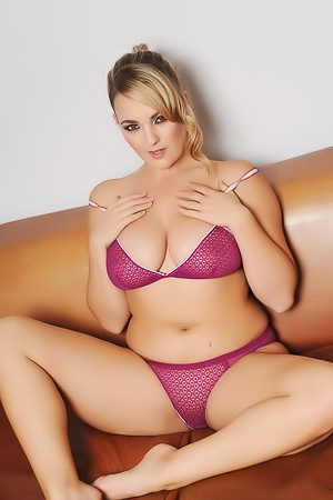 Lovely Busty Jodie Gasson