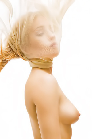 Blonde Beauty Erika Has An Amazing Body Silhouette