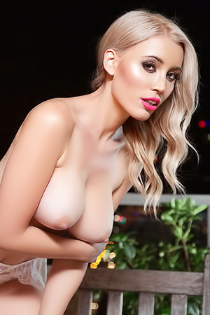 Cybergirl Dorothy Grant Shows Her New Round Juggs