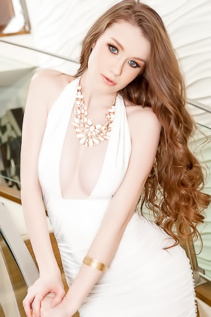 Teen Model Emily Bloom Is Simply Irresistible 2day