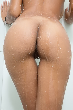 Kendra Roll With Dildo In Shower