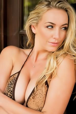 Busty Hayley Marie Takes Off Her Hot Bikini