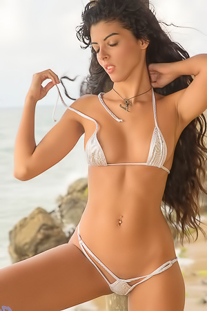 Angela Diaz In Microkini