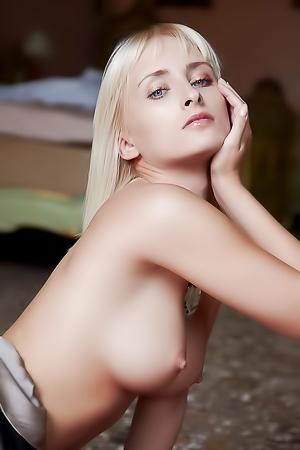 Colette Performs An Erotic Striptease