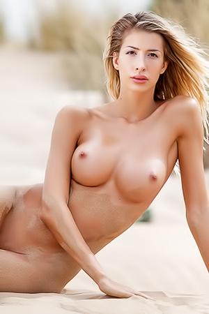 Beach Babe Claudia