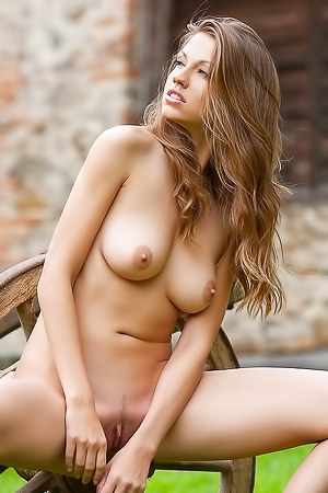 Eufrat Nude Model