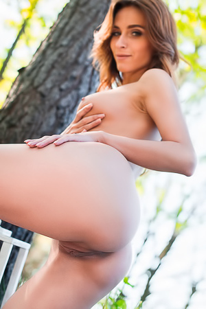 Sexy Cara Mell Gets Nude Outdoor