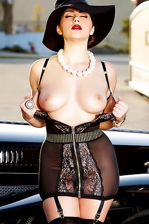 Valentina Nappi Loves Fingering Her Pussy