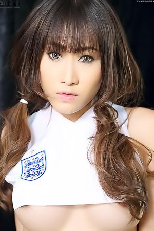 Oriental Football Fan Mayrita