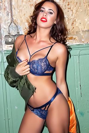 Glamour Beauty Lara Rose