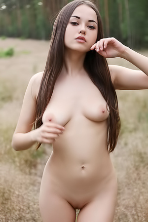 Sweet Oriental Teen Li Moon