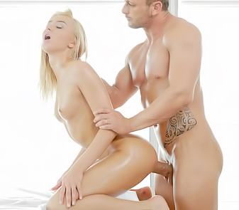 Anna Thorne Gets Every Hole Penetrated Hard