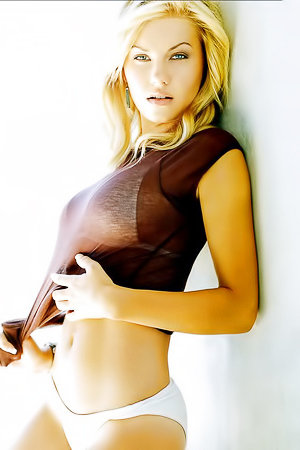 Pretty Canadian Actress And Model Elisha Cuthbert