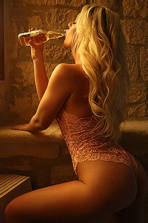 Beauty Blonde Mikaela WItt