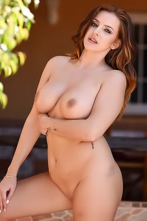 Jessika Jinx Strips Naked
