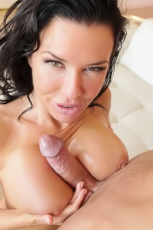 Nasty MILF Veronica Avluv Gets Anal Stuffed