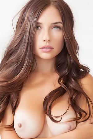 Busty Brunete Beauty Babe Niemira