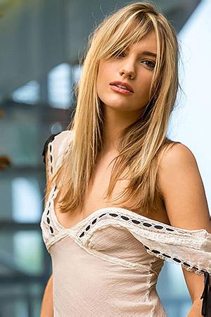 Beauty Blonde Kenna James