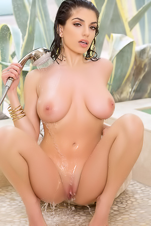 Amazing Darcie Dolce Steamy Shower