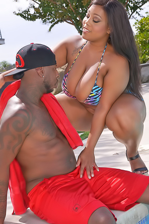 Big Boobed Ebony Ms Yummy Getting Cum On Her Tit